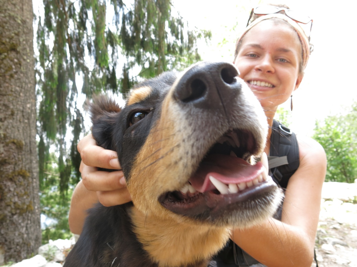 Nicole Ahne med hund