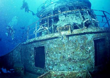 wreck_diving_001.jpg